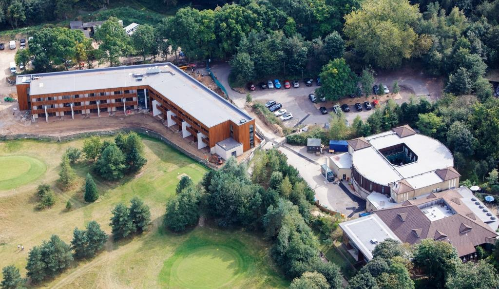 Center Parcs Chooses Iko Polymeric To Roof Premium